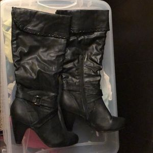 Shoes - Round toe boots - Size 8